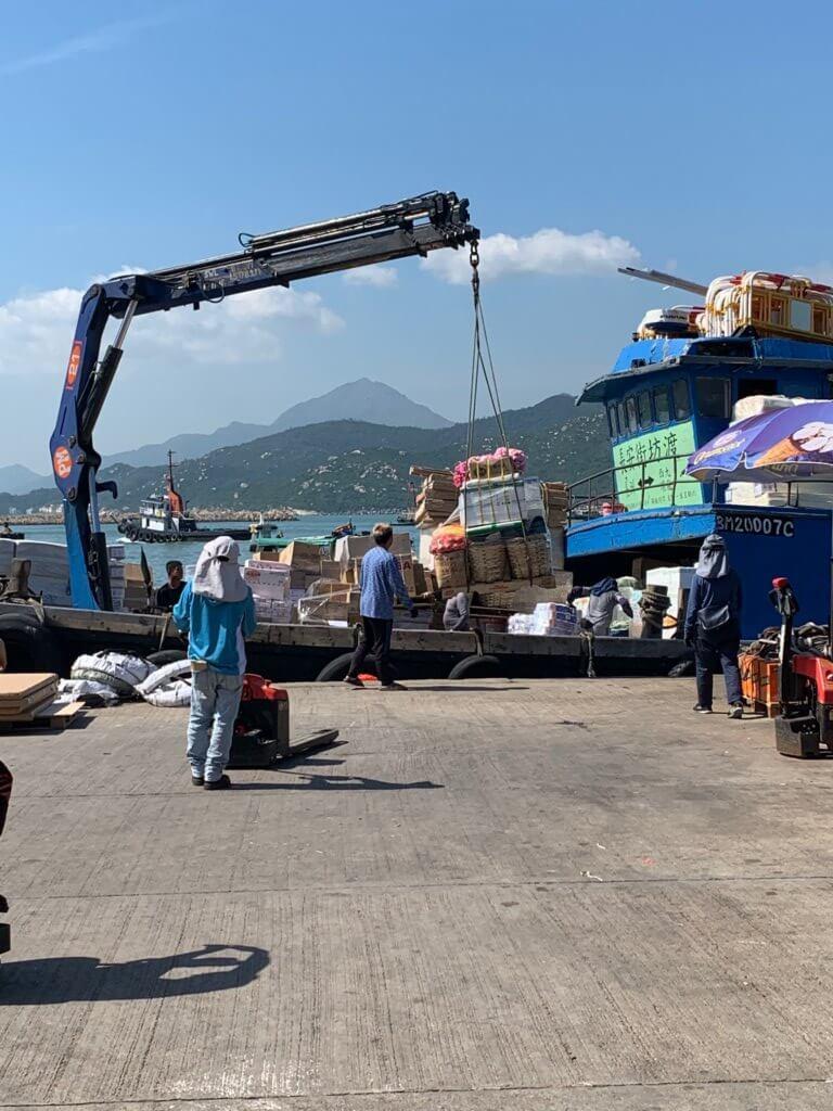 vissers op de kade van Cheung Chau